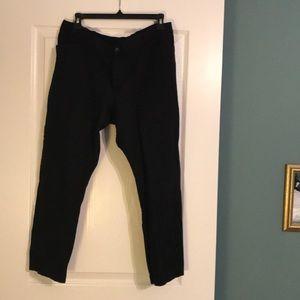 Size 16 GAP Slim City black 3/4 length pant